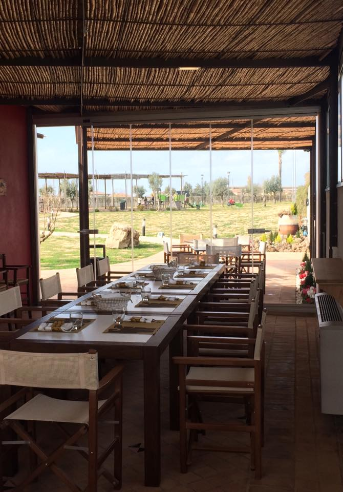 La Dispensa San Salvatore, tavolata in veranda