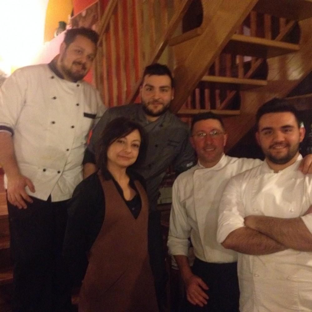 Lo chef Morese con la sua squadra