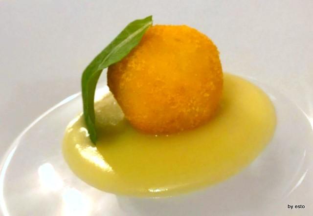 Luisa Evangelista Stefano  polpettina di baccalà in crosta di mais, su crema di patate al limone