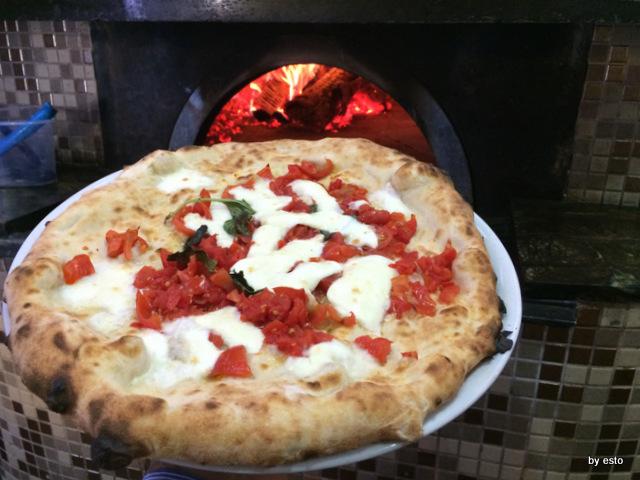 Mattozzi margherita con pomodorino fresco