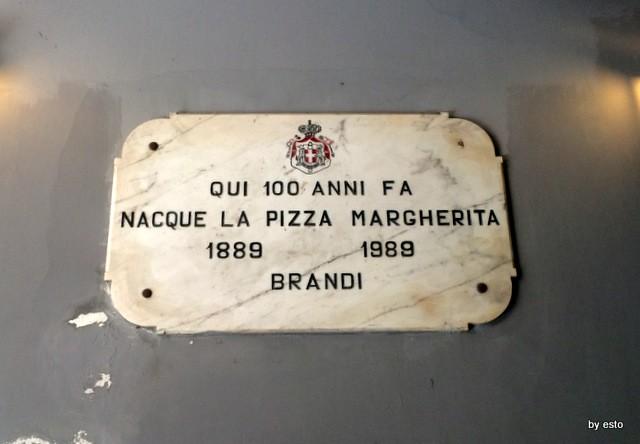 Pizzeria Brandi l'epigrafe storica