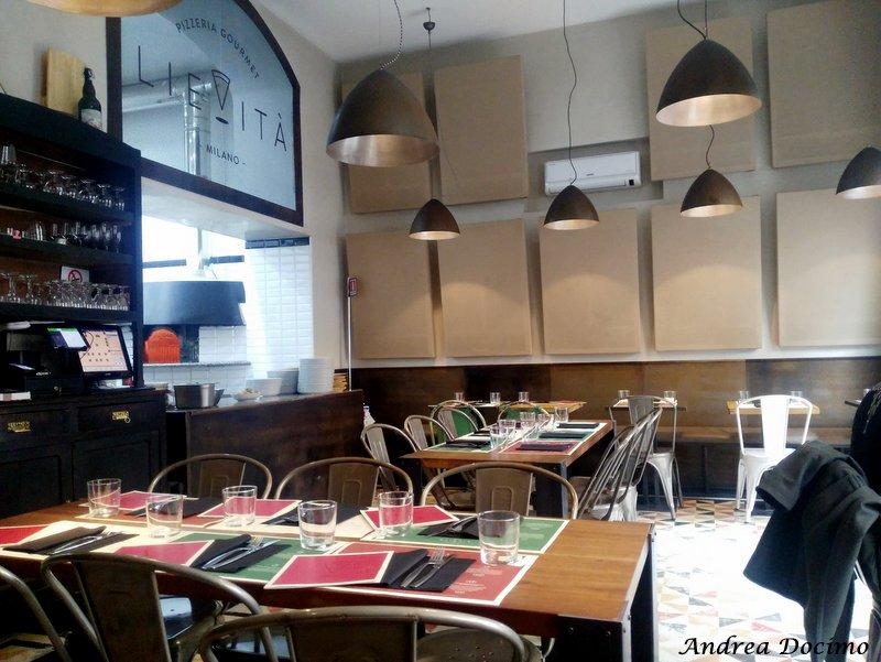 Pizzeria Lievita' a Milano. Gli interni del locale