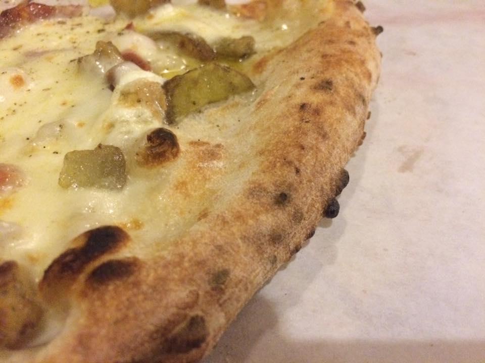 Pizzeria Mansi, il cornicione
