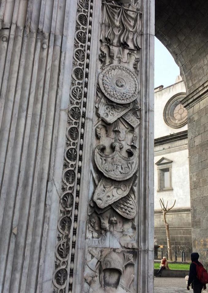 Porta Capuana, particolare