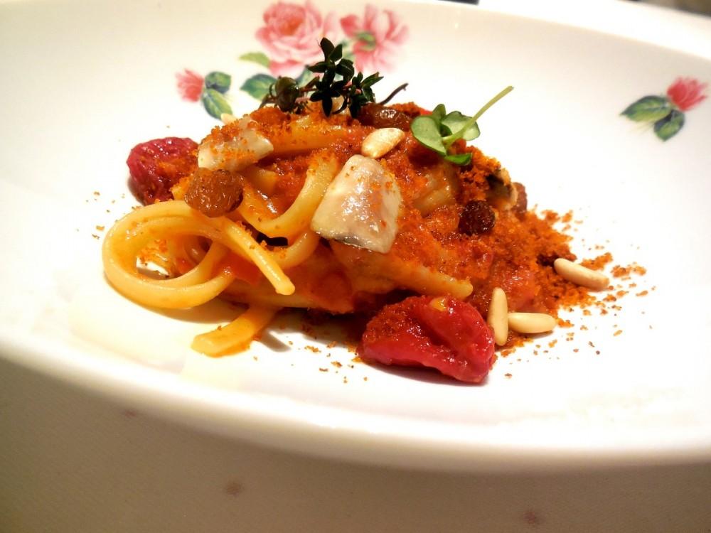 Mud, Linguine acciughe pomodoro confit pinoli uvetta – Il piatto piu' godurioso della sera