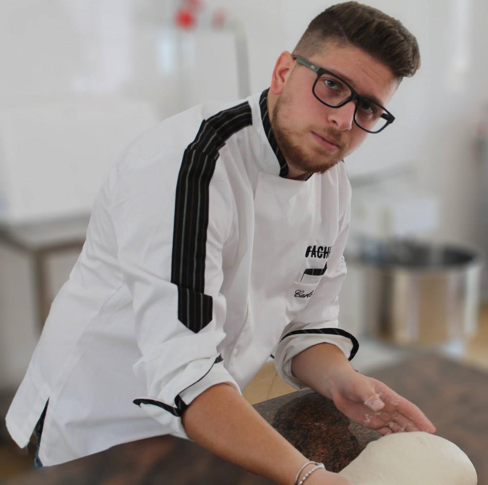Carlo Dattolo, titolare della pizzeria