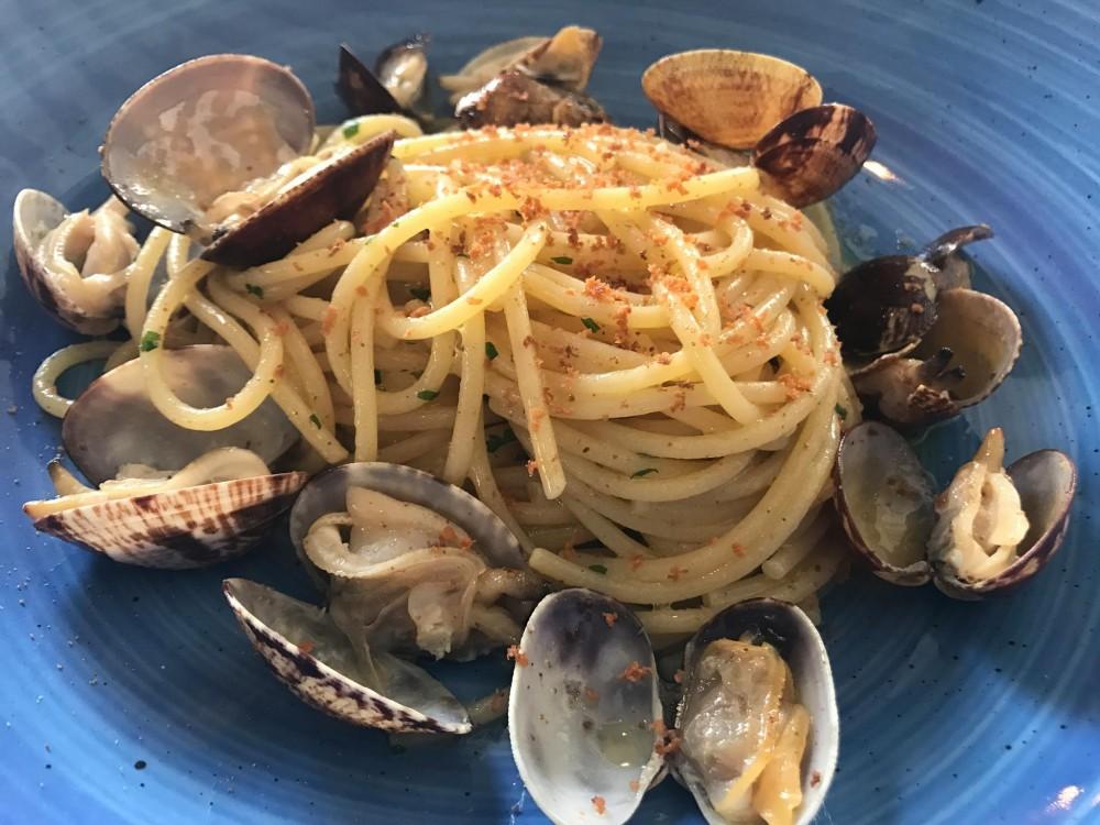 Pescheria, spaghetti vongole e bottarga