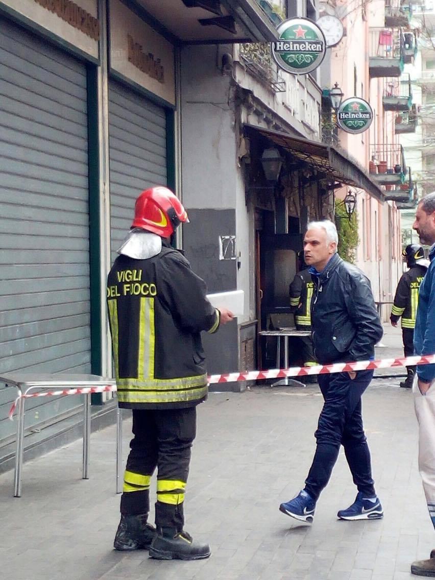 In fiamme lo storico pub vomerese Napoli Centrale
