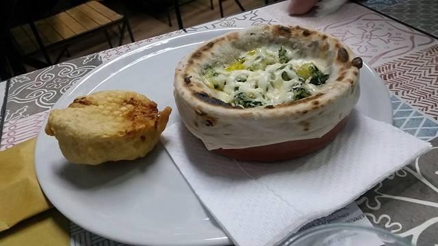 Pizzeria A'Chiazz, mallone in tegamino e frittatina di pasta
