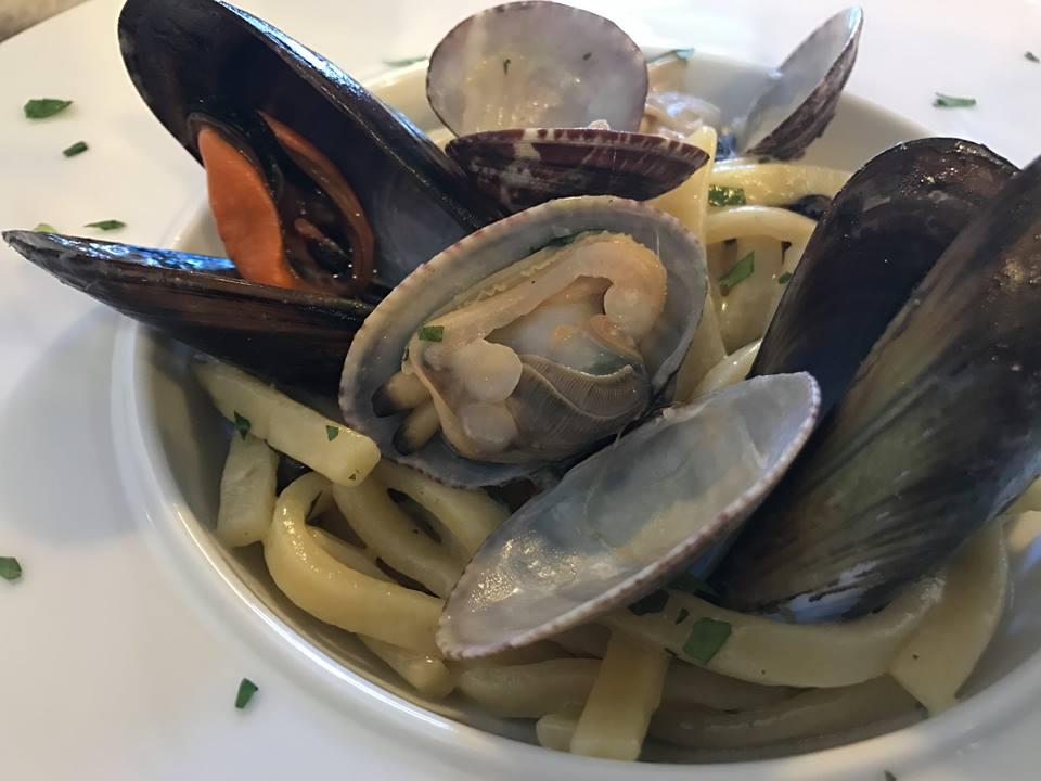 Osteria Mediterraneo, Mergellina, scialatielli con cozze e vongole