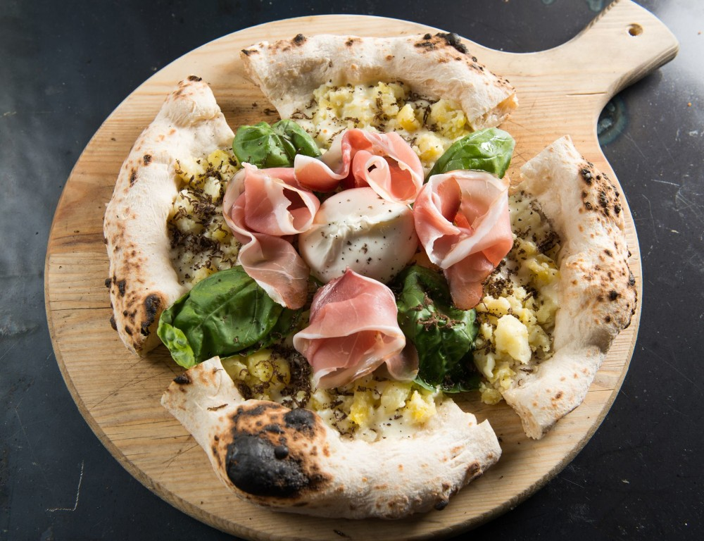 Pizzeria A'Chiazz, 'A for a stazion