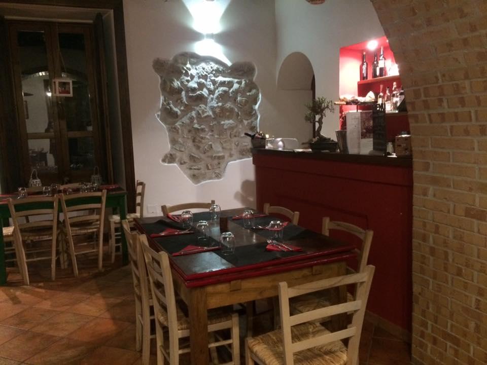 Antica Pizzeria De Rossi, la sala