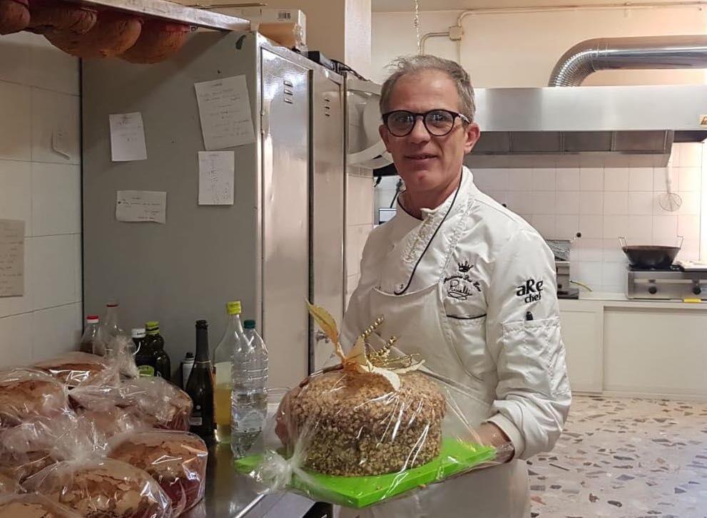 Antonio Rinaldi e il suo panettone 2019 con nocciole di Giffoni IGP