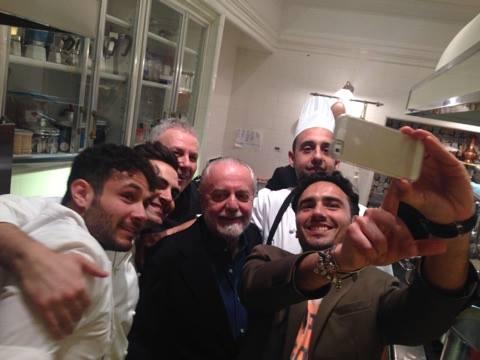 Il selfie finale a casa De Laurentis