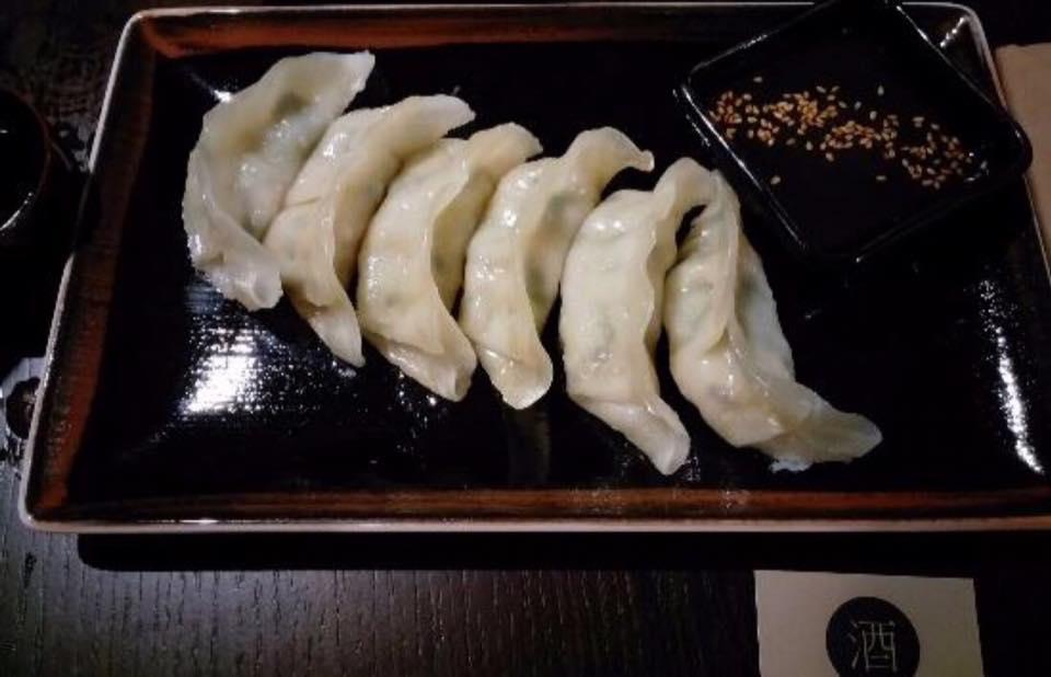 Sake, I Gyoza Di Gamberi e Verdure