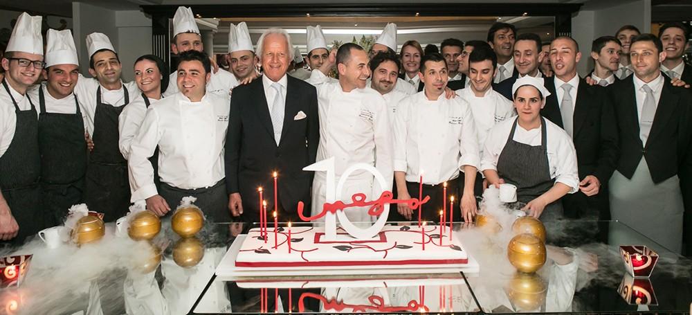 Foto di gruppo finale per festeggiare i dieci anni dell'Hassler