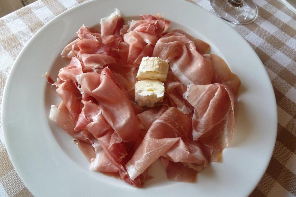 La Piazzetta, prosciutto