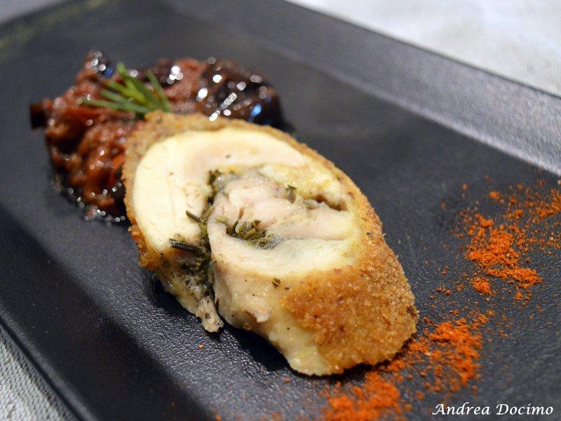 Morsi e Rimorsi a Caserta con Alfonso Caputo. Coscia di pollo impanata e fritta con caponata di melanzane e pomodoro