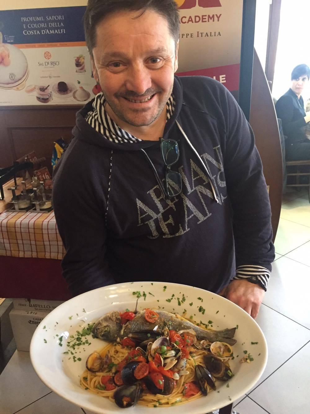 Pasquale Sammarco con uno dei piatti de La Cantina dei Mille