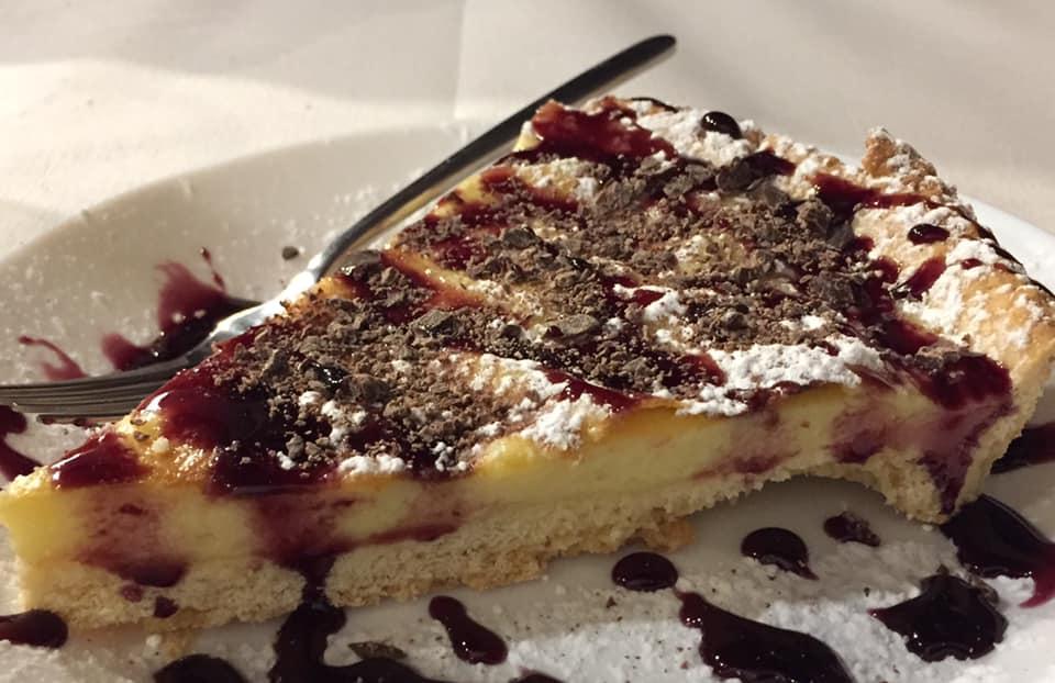 Pizzeria De Rossi, la crostata con crema e amarene