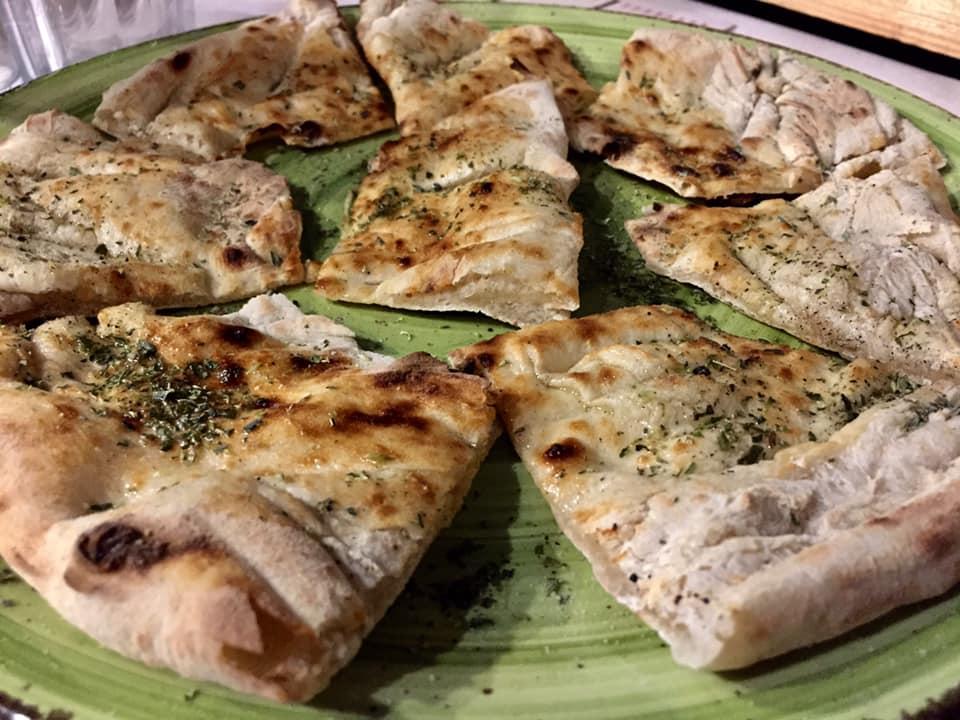 Pizzeria De Rossi, la focaccia olio e origano