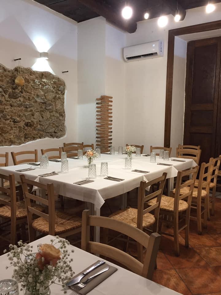 Pizzeria e Burgheria De Rossi, la sala