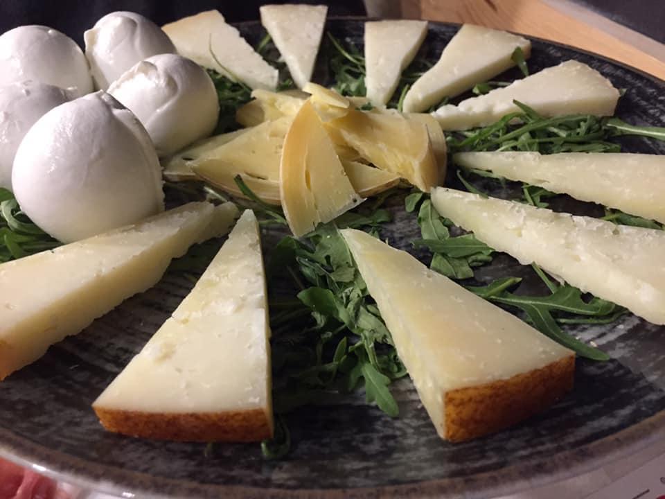 Pizzeria De Rossi, selezione di formaggi