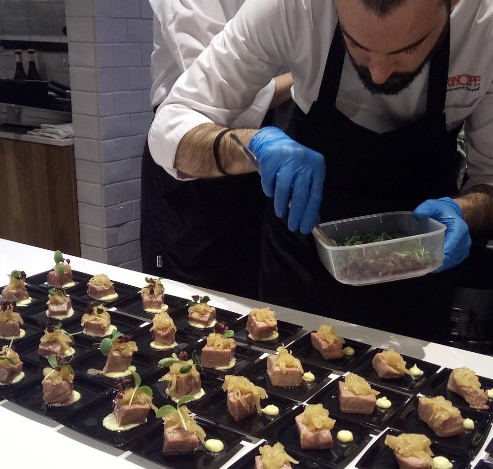 Preparazione della Genovese di tonno con la cipolla di Vatolla