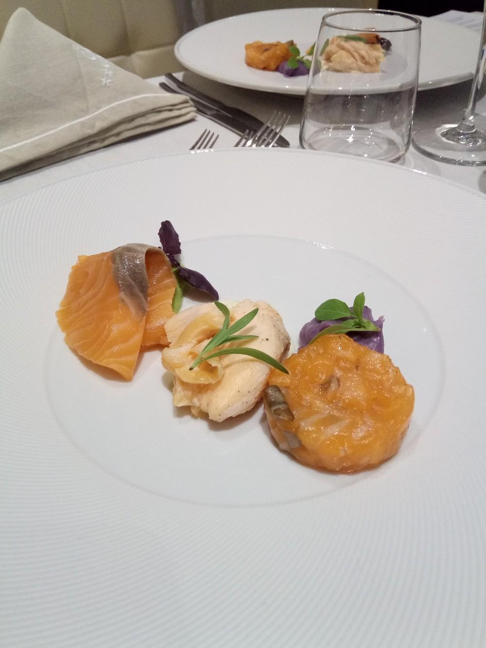 Rumi Restaurant, Hotel e Spa Tre consistenze di salmone su tre creme