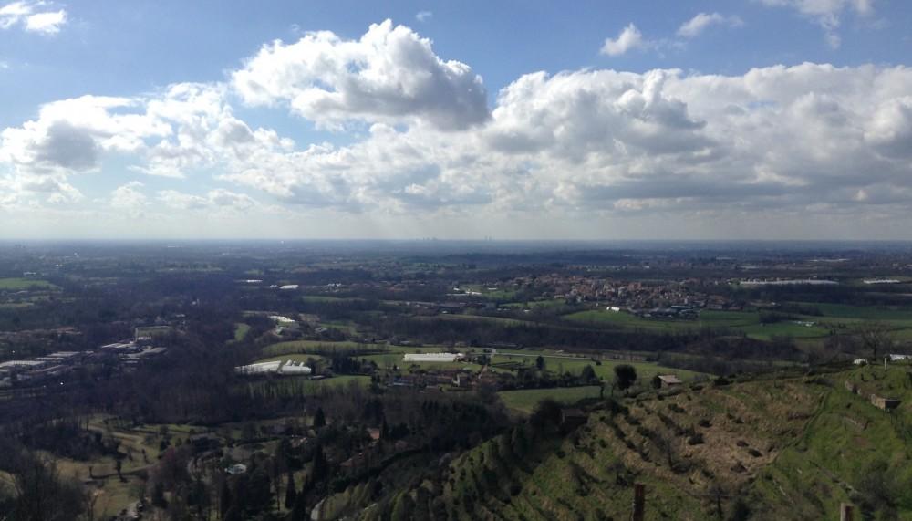 Sotto le nuvole fantozziane, Milano ci aspetta sorniona