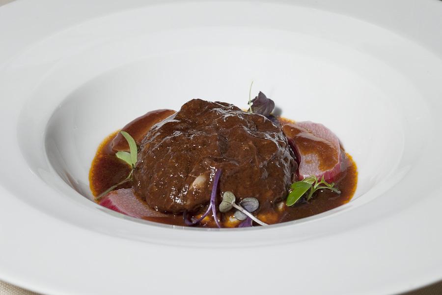Franco Mare - Coda di manzetta in aspic tiepido, purea di sedano, rabarbaro e salsa di brasato
