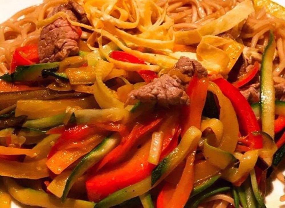 HBToo, I Noodles con verdure saltate e manzo piccante con peperoncino Togarashi