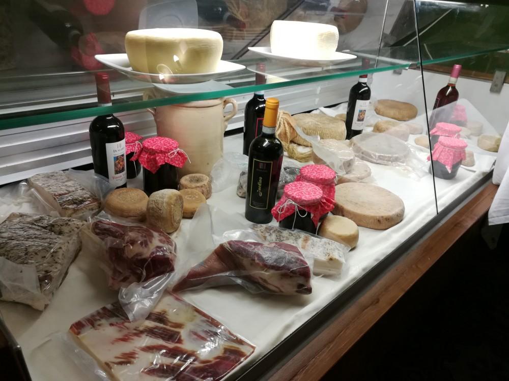 Il Melograno, banco sala degustazione