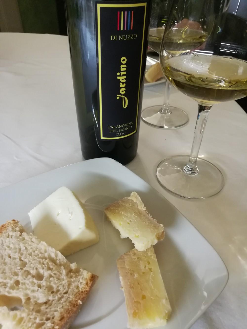 Il Melograno, degustazione formaggi e Falanghina