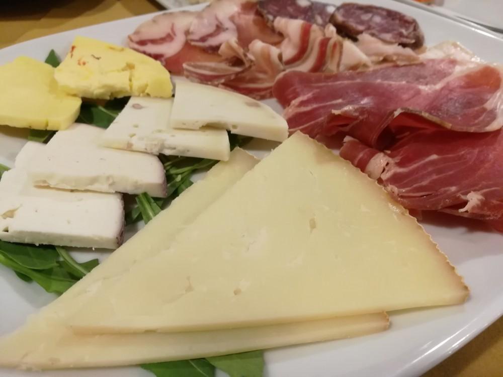 Koine' Soul Food, salumi e formaggi