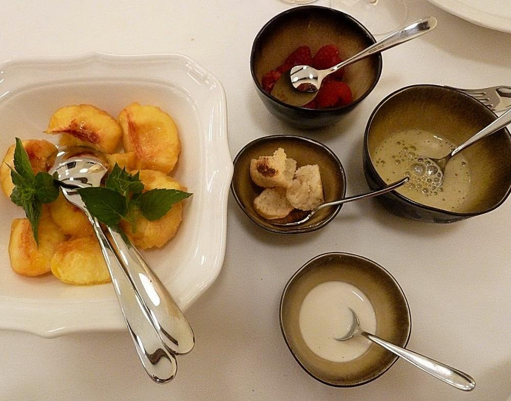 Lopriore, Il Portico,  pesca, the alle rose, salsa alla vaniglia, amaretto tostato, lamponi salati