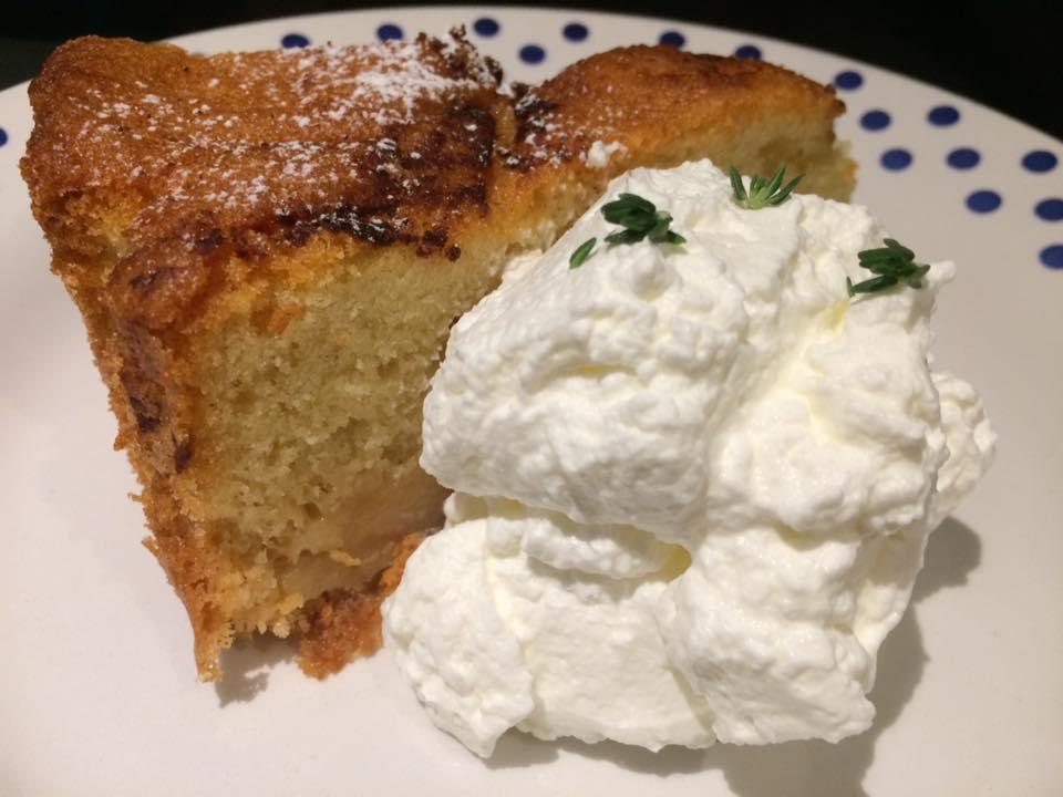 Mazzo, torta di pere e panna