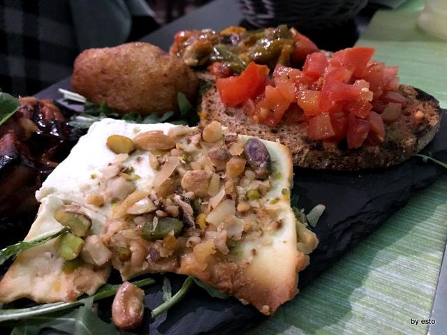 Piperita ricotta infornata bruschette peperoni