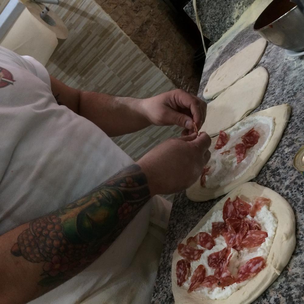 Pizzeria da Antonio e Gigi Sorbillo - l'arte di condire la pizza