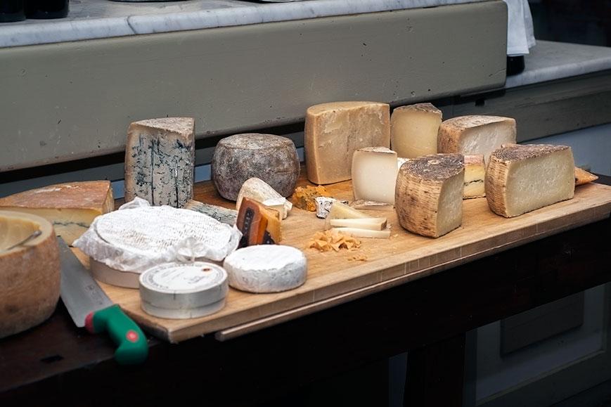 Pozzo di Bugia, il tavolo dei formaggi