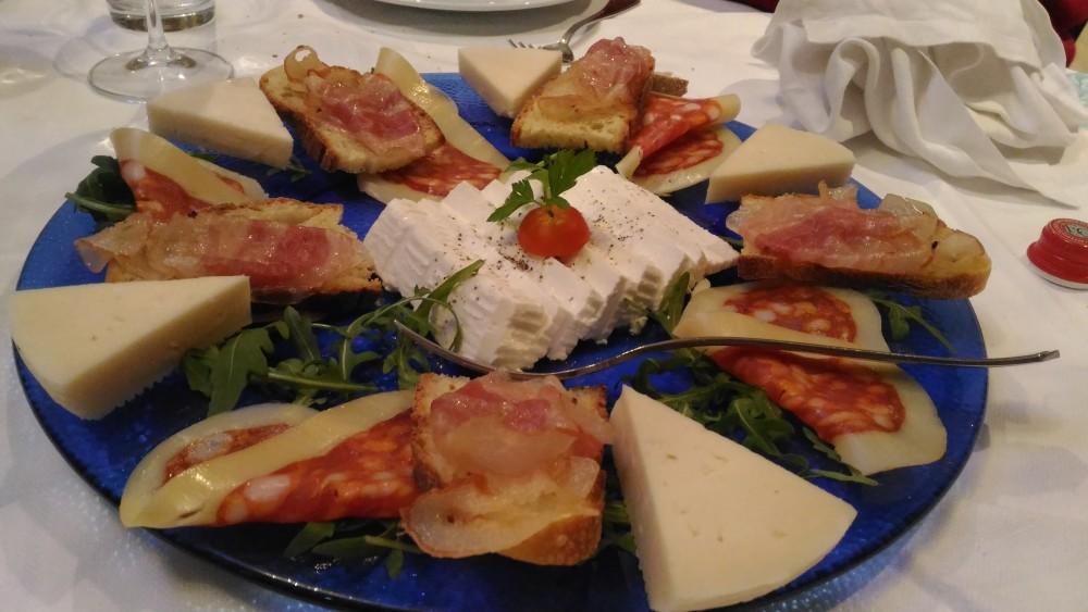 Ristorante Le Macine, Piatto di formaggi e salumi