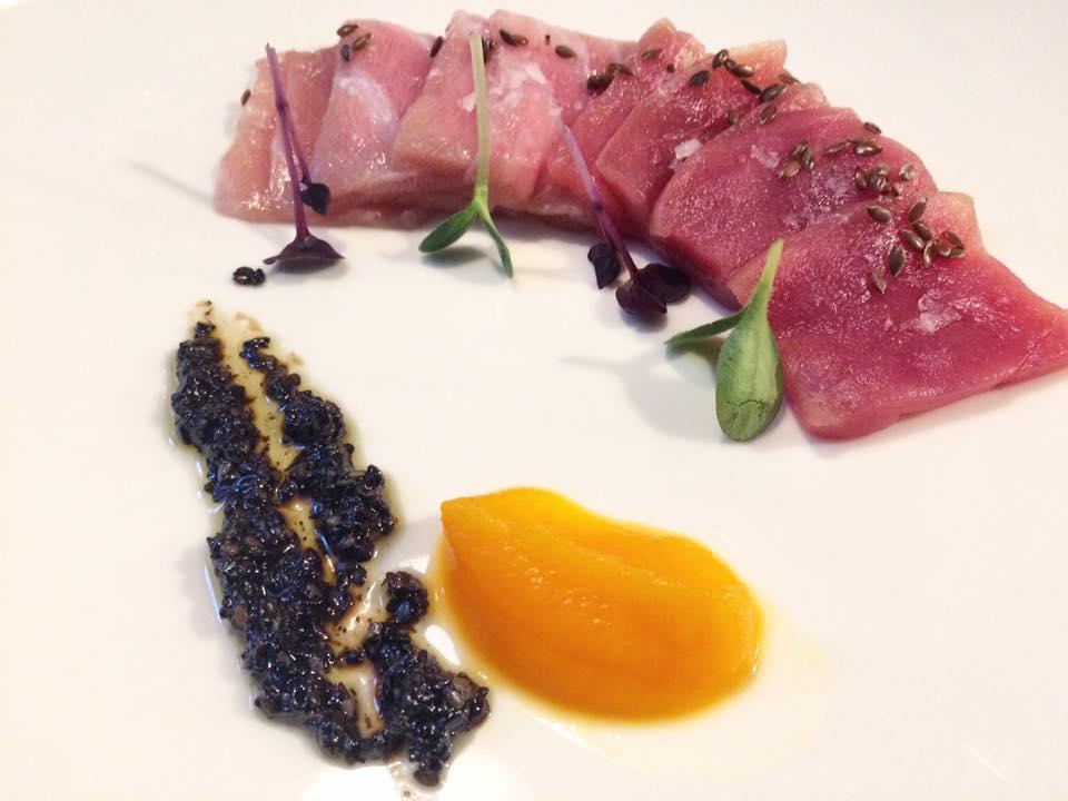 Sancta Sanctorum - Sashimi Di Tonno, Composta Di Carote E Vinaigrette Al Sesamo Nero