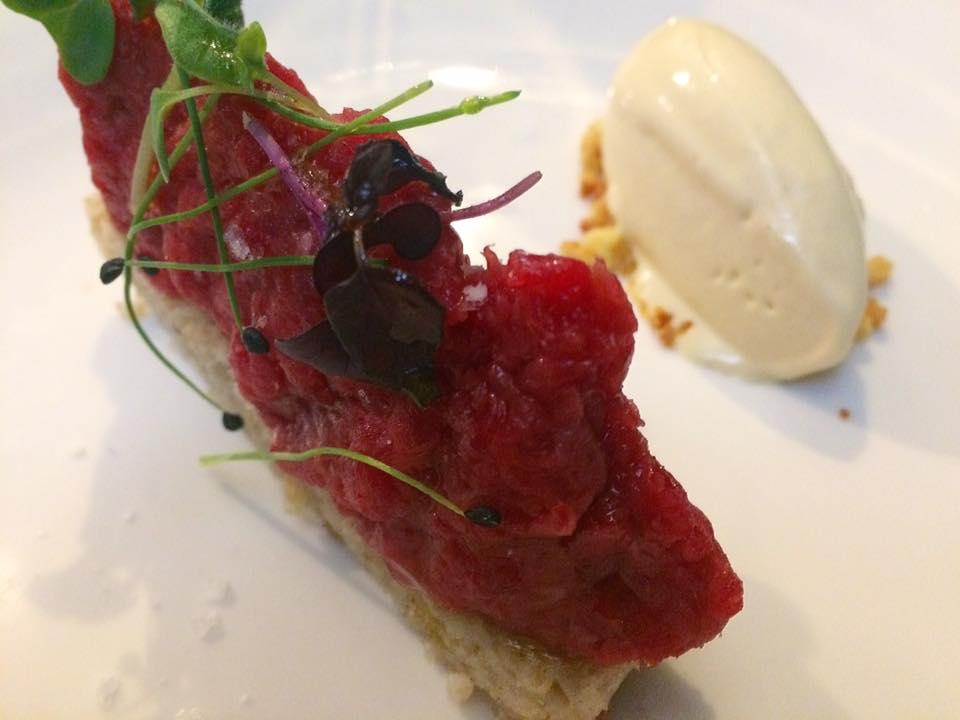 Sancta Sanctorum - Battuta di ''Pezzata Rossa'', frollino al parmigiano, gelato alla senape, pane cafone e osmosi al pomodoro