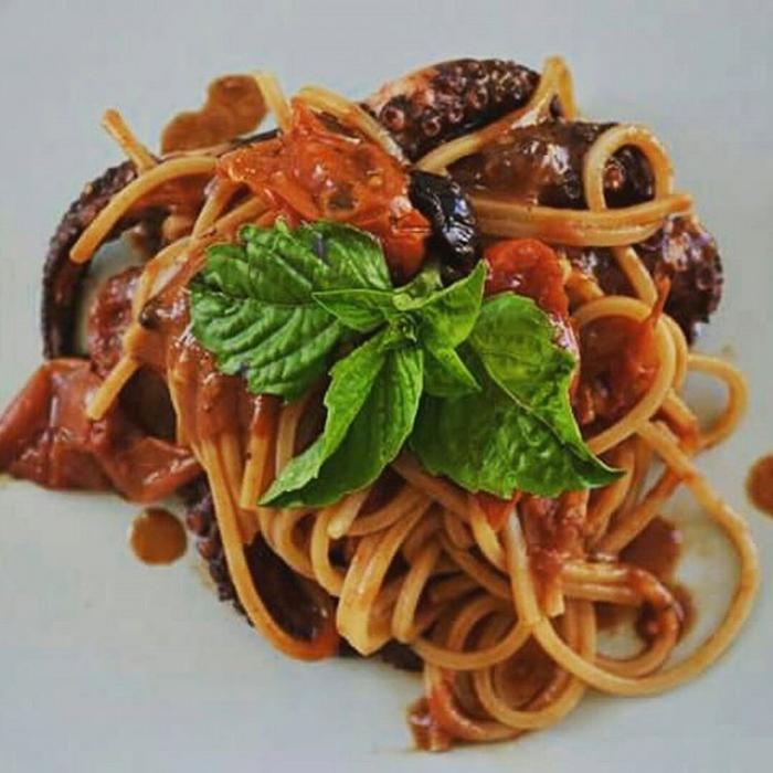 Spaghetti con polipo alla Luciana di casa Russo