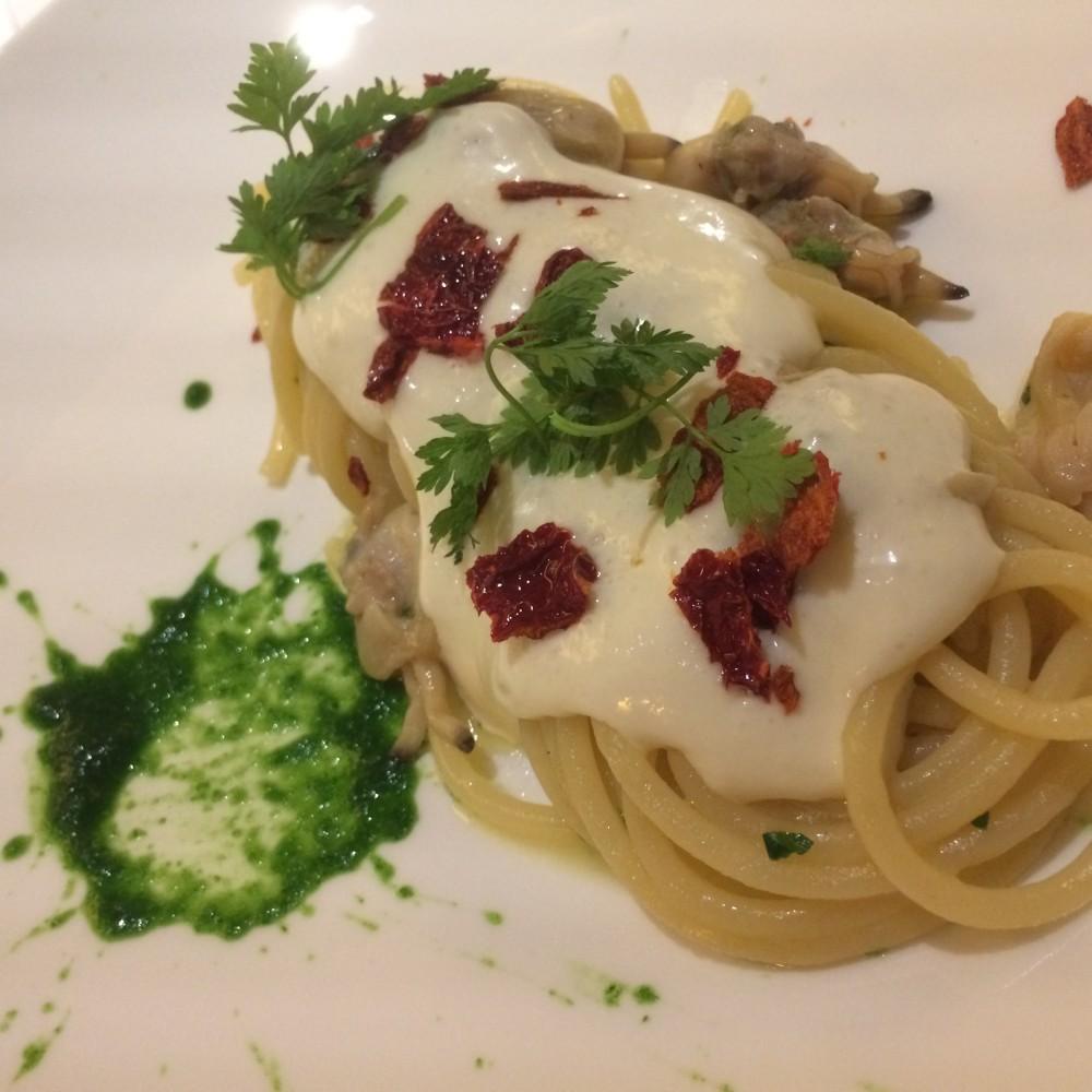 Spaghettoni Vicidomini con algio, olio, peperone crusco e vongole