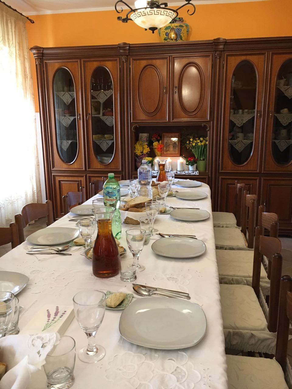 La sacra famiglia a tavola