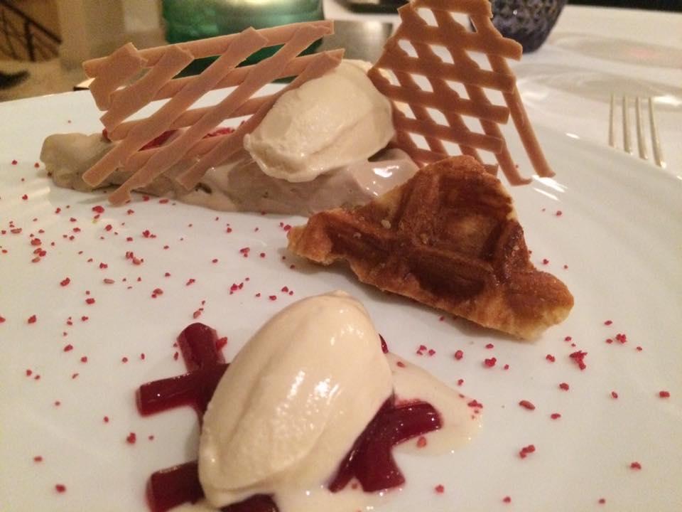 Terrazza Tiberio -  waffle, bavarese allo yogurt e lampone