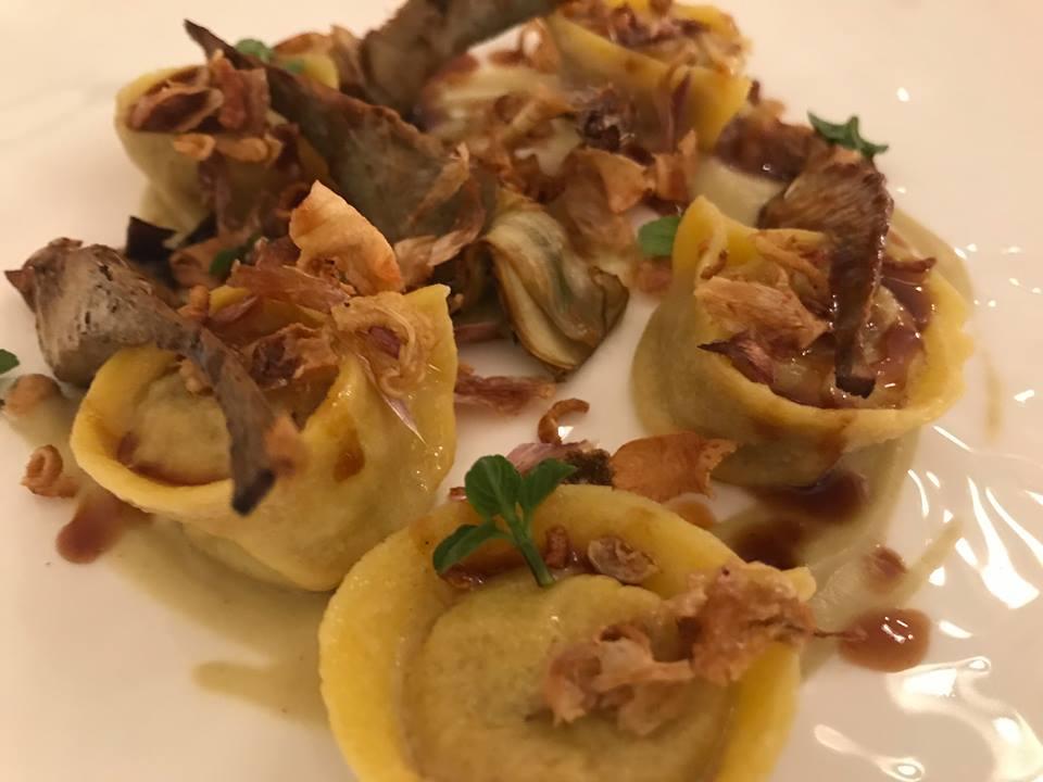 Jose' restaurant - Tortelli di pollo speziati con carciofi e cynar