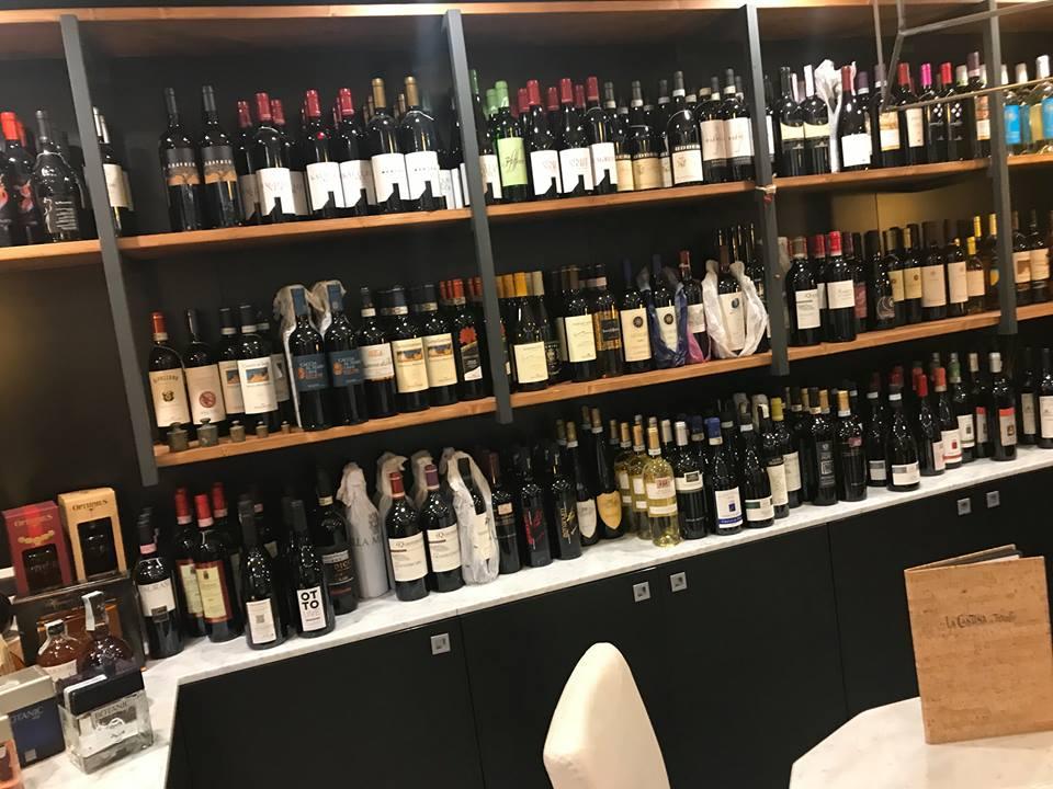 La Cantina di Triunfo, l'esposizione dei vini