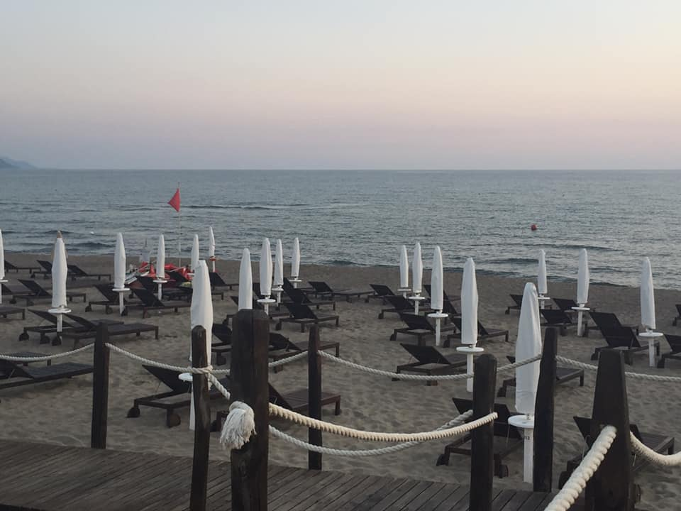 Beach Club 93, la spiaggia al tramonto